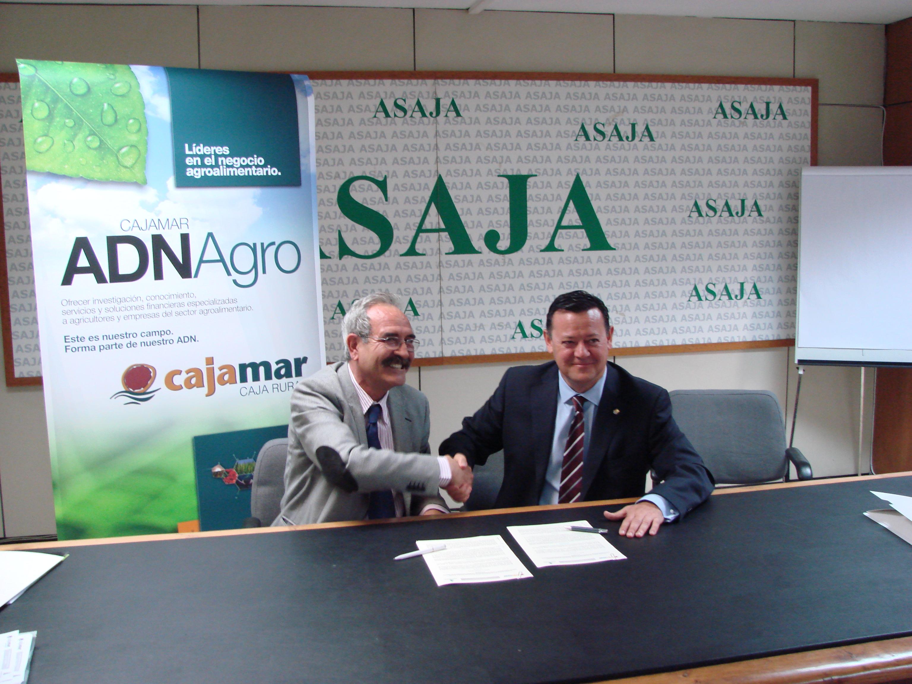 Asaja asaja firma un acuerdo con cajamar para ofrecer a for Oficinas cajamar murcia